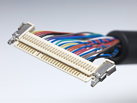 Bild 1 - LVDS Displaycable with  JAE FI-X